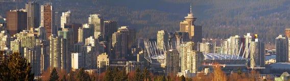 Puesta del sol en de Vancouver horizonte de la ciudad A.C. imagen de archivo libre de regalías