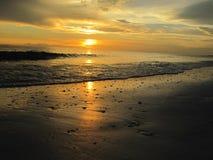 Puesta del sol en el agua en la playa de Lido, la Florida Fotografía de archivo libre de regalías