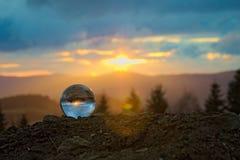 Puesta del sol en el bal del cristal Fotos de archivo