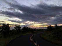 Puesta del sol en el barranco de Waimea en la isla de Kauai, Hawaii; Isla de Niihau en horizonte fotos de archivo libres de regalías