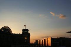 Puesta del sol en el Bundestag fotos de archivo libres de regalías