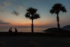 Puesta del sol en el cabo Phuket Tailandia de Promthep Foto de archivo