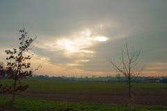 Puesta del sol en el campo británico Fotos de archivo