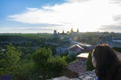 Puesta del sol en el castillo en Kamianets-Podilskyi fotografía de archivo