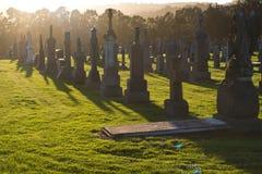 Puesta del sol en el cementerio imagen de archivo libre de regalías