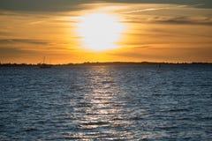 Puesta del sol en el centro de Tallinn Foto de archivo libre de regalías