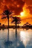 Puesta del sol en el centro turístico de Chipre Fotografía de archivo libre de regalías