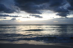 Puesta del sol en el centro turístico en Playa del Carmen - México Fotografía de archivo libre de regalías