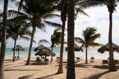 Puesta del sol en el centro turístico en Playa del Carmen - México Foto de archivo libre de regalías