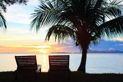 Puesta del sol en el centro turístico tropical Fotografía de archivo libre de regalías