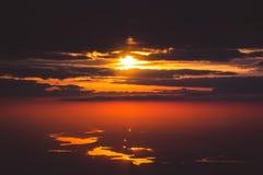 Puesta del sol en el cielo Fotos de archivo libres de regalías