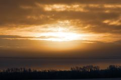 Puesta del sol en el cielo foto de archivo libre de regalías