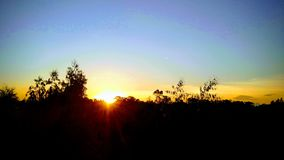 Puesta del sol en el countriside imagen de archivo libre de regalías