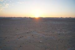 Puesta del sol en el desierto foto de archivo