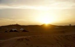 Puesta del sol en el desierto Foto de archivo libre de regalías