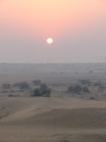 Puesta del sol en el desierto en Jaisalmer Foto de archivo