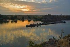 Puesta del sol en el Dnieper fotos de archivo libres de regalías