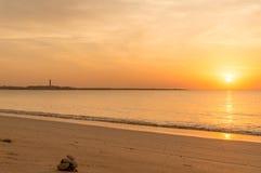 Puesta del sol en el dwarka Gujarat de la playa de Shivrajpur fotografía de archivo libre de regalías