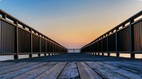 Puesta del sol en el embarcadero de la pesca, el lago Erie, Nueva York Foto de archivo libre de regalías