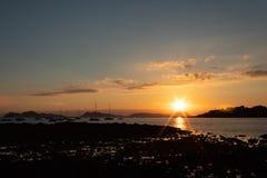 Puesta del sol en el estuario de Vigo foto de archivo