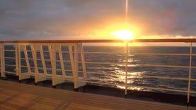 Puesta del sol en el fiordo chileno almacen de video