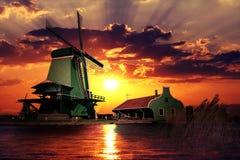 Puesta del sol en el gigante de Países Bajos foto de archivo