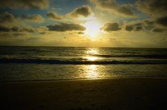 Puesta del sol en el golfo de México fotografía de archivo
