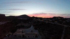 Puesta del sol en el hijo Servera - vuelo aéreo, Mallorca metrajes