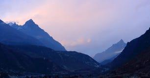 Puesta del sol en el Himalaya de las montañas, Thamserku, Kantaiga de Timelapse Imagen de archivo libre de regalías