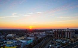 Puesta del sol en el horizonte Imagenes de archivo