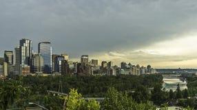 Puesta del sol en el horizonte de Calgary imágenes de archivo libres de regalías