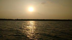 Puesta del sol en el horizonte místico de Sundarban Foto de archivo libre de regalías