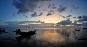 Puesta del sol en el ko Phangan fotografía de archivo libre de regalías
