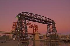 Puesta del sol en el La Boca, puente, en el distrito de Boca La Boca del La, Buenos A Fotografía de archivo