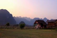 Puesta del sol en el lado del país, naturaleza, moutain, viajando, paisaje Foto de archivo