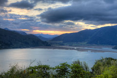 Puesta del sol en el lago Foto de archivo libre de regalías