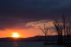 Puesta del sol en el lago Imagen de archivo
