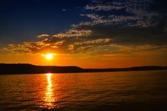 Puesta del sol en el lago Brookville, Indiana, los E.E.U.U. imagen de archivo