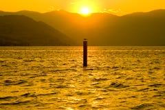 Puesta del sol en el lago Chelan imágenes de archivo libres de regalías