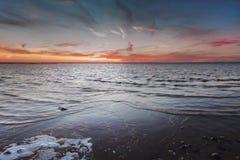 Puesta del sol en el lago Chudskoy Imagen de archivo