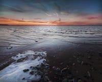 Puesta del sol en el lago Chudskoy Fotografía de archivo libre de regalías