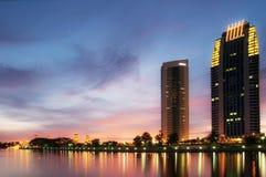 Puesta del sol en el lago dam en Putrajaya Fotos de archivo libres de regalías