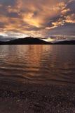 Puesta del sol en el lago de color salmón grande Fotografía de archivo libre de regalías