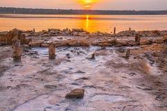Puesta del sol en el lago de sal Imagenes de archivo
