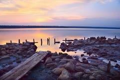 Puesta del sol en el lago de sal Fotos de archivo