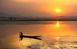 Puesta del sol en el lago del dal, Srinagar foto de archivo libre de regalías