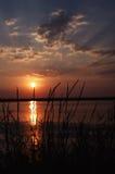 Puesta del sol en el lago en Crimea Foto de archivo libre de regalías
