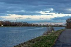 Puesta del sol en el lago Jarun en Zagreb, Croacia fotos de archivo libres de regalías