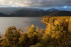 Puesta del sol en el lago Markakol, Kazajistán Fotografía de archivo libre de regalías