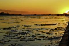 Puesta del sol en el lago Ontario Fotografía de archivo libre de regalías